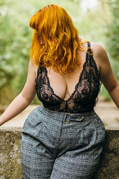 Amelia Swann – curvaceous redheaded companion and pro switch